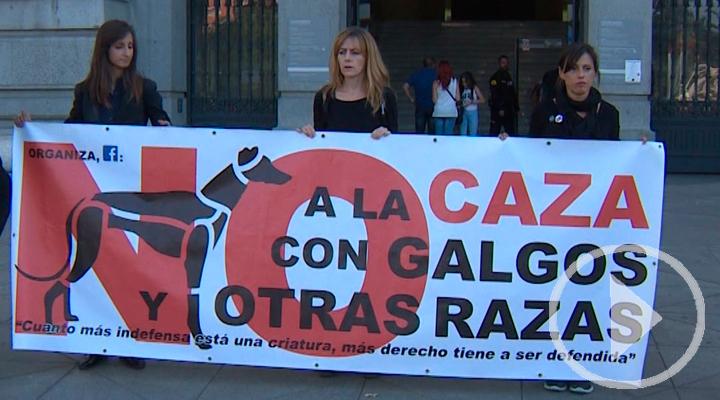 La plataforma NAC protesta para concienciar sobre el maltrato a los perros de caza