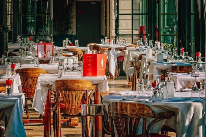 Tendencias en mobiliario de hostelería para pequeños negocios: principales claves