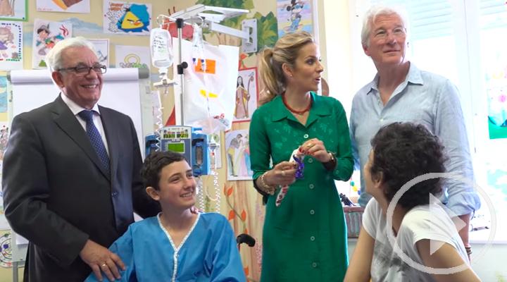 Richard Gere, visita el Hospital Niño Jesús para apadrinar un proyecto de humanización