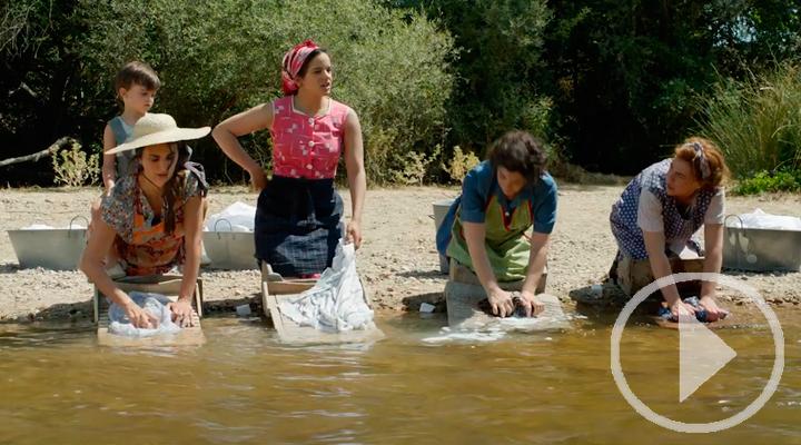 Rosalía sorprende en el tráiler final de 'Dolor y Gloria'