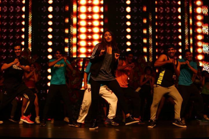 Sonakshi Sinha actúa en la gala