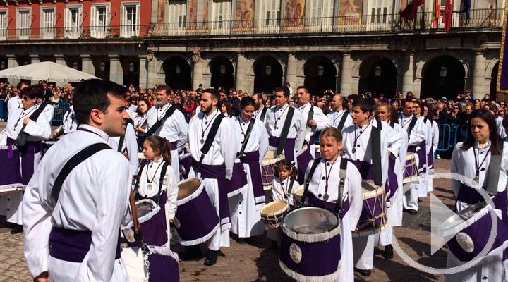 Ruido de tambores en la Plaza Mayor