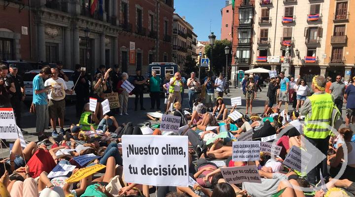 Greenpeace realiza un 'die-in' por el cambio climático