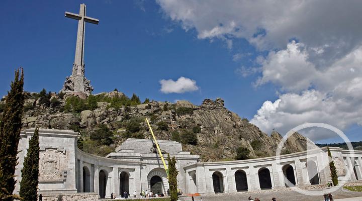 El gobierno pretende trasladar los restos de Franco