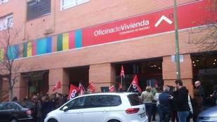 Manifestación en la Oficina de Vivienda de la Comunidad