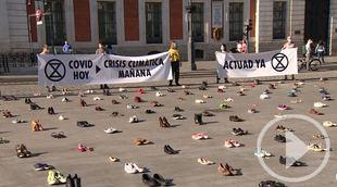 Extinction Rebelión protesta con zapatos en Sol