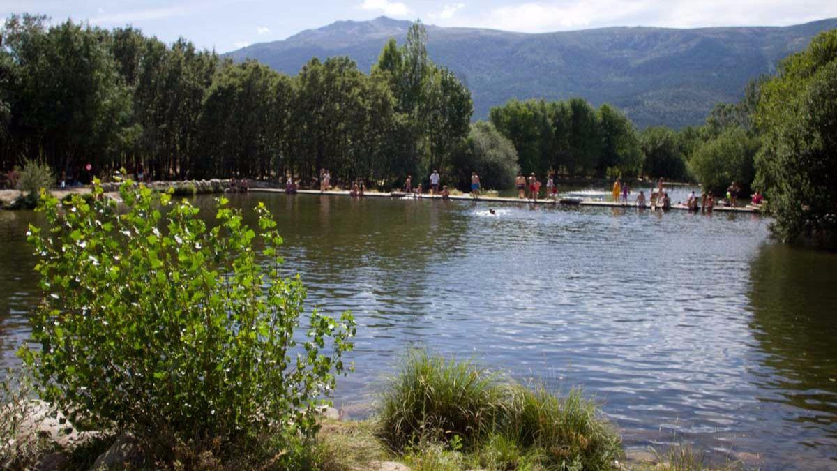 Piscinas naturales los ba os m s refrescantes cerca de for Las presillas piscinas naturales de rascafria