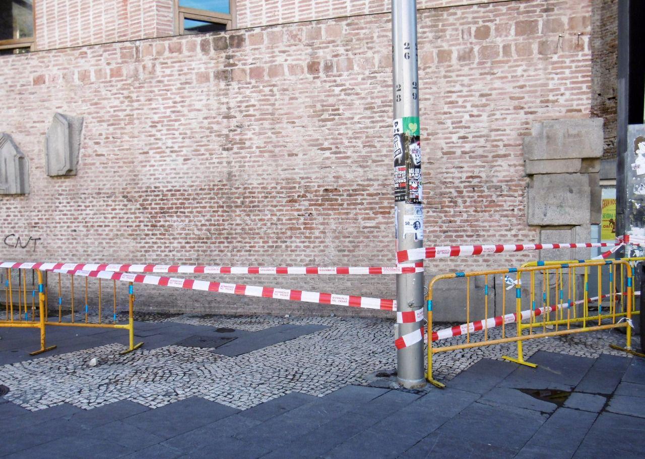 La plaza de la corrala de lavapi s nuevo lugar de for Biblioteca de la uned madrid