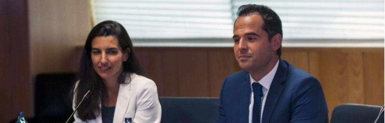 Rocío Monasterio (Vox) e Ignacio Aguado (Cs), en la reunión que ayer mantuvieron ambos con Ayuso (PP). (Chema Barroso)