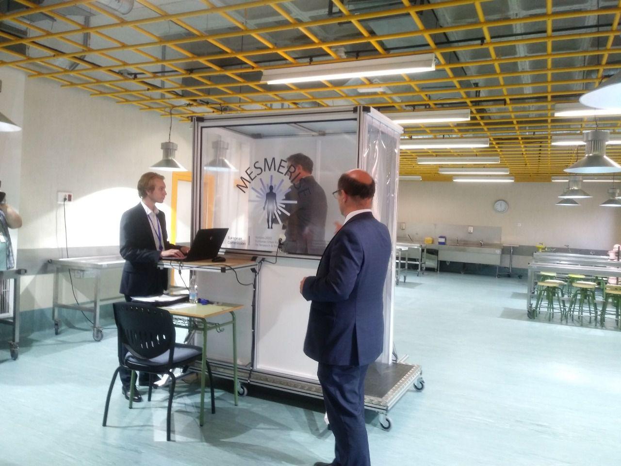 Demostración de uno de los sistemas de escaneo, en la presentación. (Foto: Universidad de Alcalá)