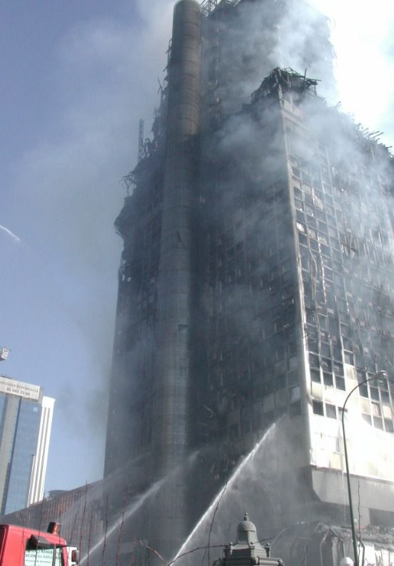 Imagen del incendio del edificio Windsor (Foto: Emergencias Madrid)