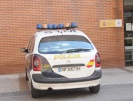 Detenidos dos 39 antisistema 39 por quemar un toldo en manuel for Piscina 02 manuel becerra
