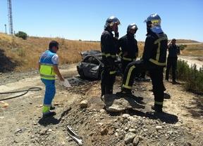 Los equipos de bomberos y el Summa en el accidente de la carretera M-206