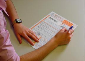 La Comunidad prevé un ahorro de 700 euros por madrileño en la declaración de la renta por las rebajas fiscales