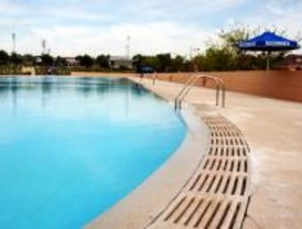 Legan s estudia recuperar las piscinas de solagua con for Piscina solagua leganes