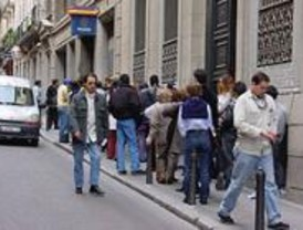 Nueve oficinas de tramitaci n del dni abrir n hasta las horas madridiario - Oficinas renovacion dni barcelona ...