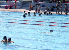 Piscinas municipales las piscinas municipales abren este for Piscina municipal getafe