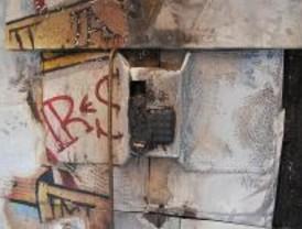 Queman por tercera vez la cabina de teléfono del Patio Maravillas
