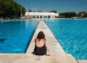Las piscinas de verano abren por primera vez este s bado for Piscina olimpica madrid